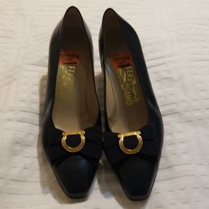 Ferragamo blue with bow and gold emblem size 9B